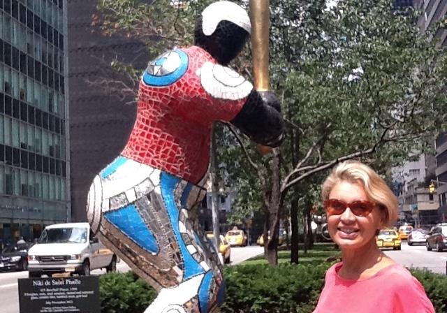 Niki De Saint Phalle, Manhattan' ı kuşattı