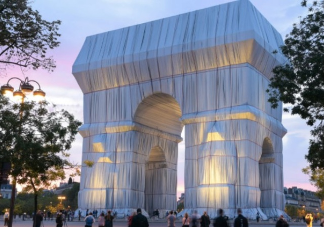 Ebediyete Uğurladığımız Christo'ların 60 Yıllık Projesi Paris'te Vücut Buldu   Yazan Seylan Kandak