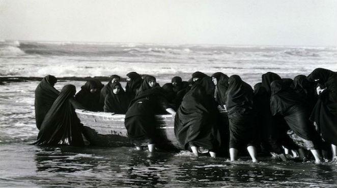 Shirin Neshat - Dirimart Yazan: Banu Çarmıklı