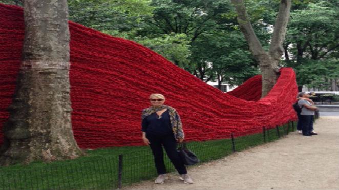 Madison Square Park' da, Orly Genger' ın Devasa Dalgaları Yazan: İnci Aksoy