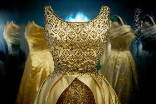 Modaya Kraliçe Elizabeth'in Gözünden Bakış Fashion Rules – Yazan Sevgi Yıldırım