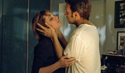 Yarım kalan bir aşkın hikayesi; Napoli'nin Sırrı | Yazan Zuhal Demirarslan
