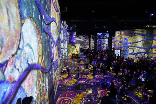 Paris'in İlk Dijital Sanat Merkezi: Atelier des Lumières ve Klimt | Yazan Ece Melis Döven