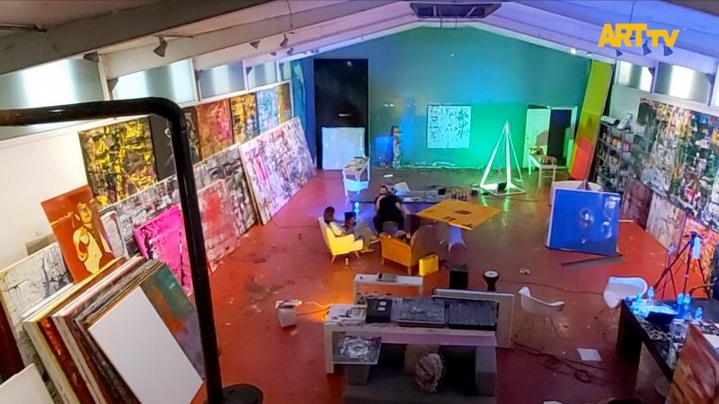 Çok Yönlü Sanatçı Raif Kurt'un Hangar'ındaki Dünyası